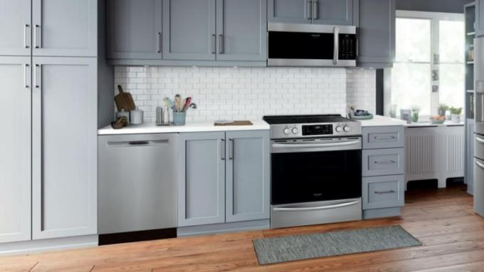 Frigidiaire Air Fry Range: Kitchen